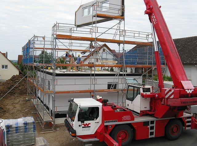 auto na stavbě