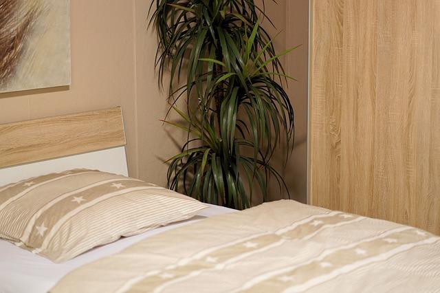 malá postel