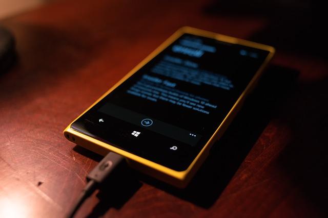 kabel v mobilu