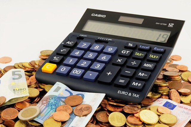 eura pod kalkulačkou