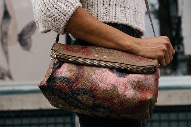 kabelka na rameni